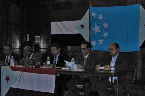 صورة من المؤتمر الصحفي للسفير أحمد عبدالله الحسني