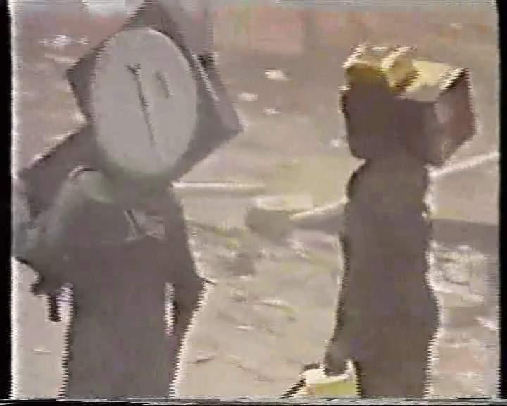 أباحت لهم كل شيء في الجنوب للسرقة والنهب وحتى الميزان كما هوا مبين  بالصورة لم يسلم من النهب والسرقة  وفق خطاب الحرب لعلي عبدالله صالح في ميدان السبعين 27 أبريل 1994م
